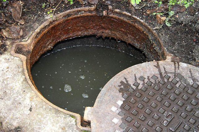 В центре Ставрополя произошла утечка воды из колодца