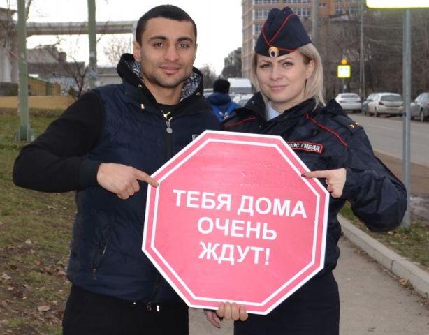 Чемпион мира по боксу Давид Аванесян призывает жителей Ставрополья соблюдать ПДД