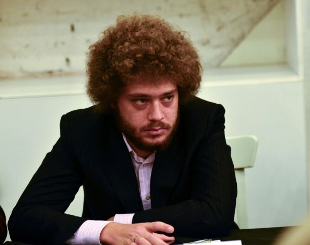 Напавшим на блогера Илью Варламова выписали штраф за мелкое хулиганство