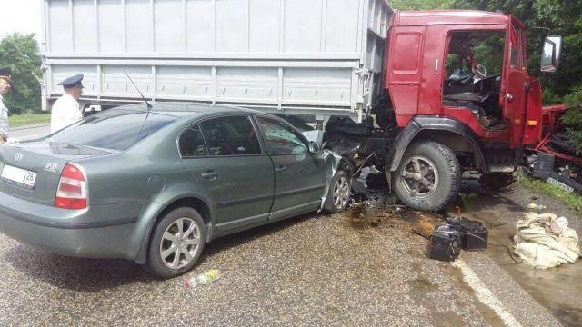 В Минераловодском районе при столкновении «КамАЗа», «Газели» и двух иномарок погибли 2 человека