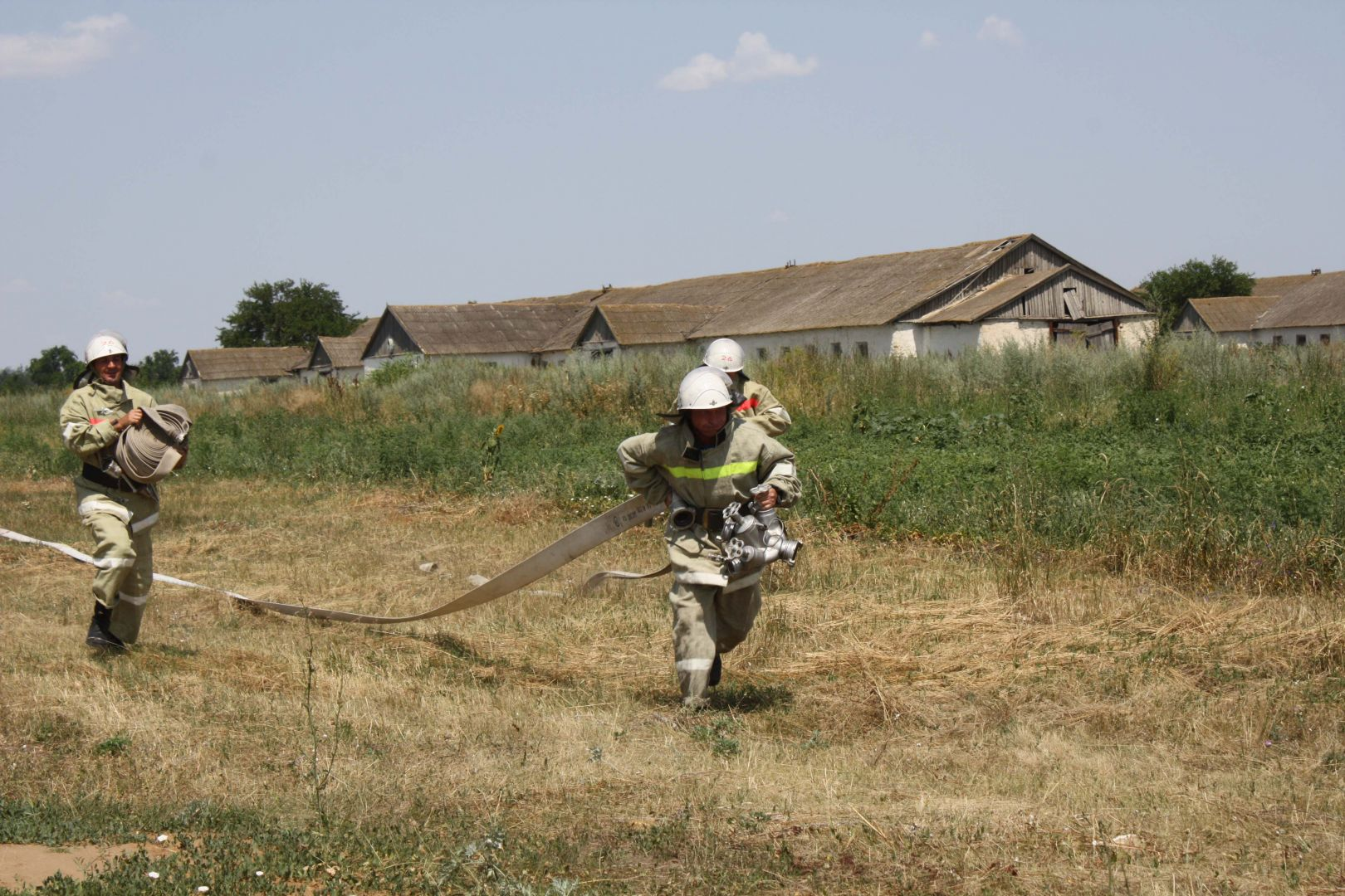 Ставропольские пожарные спасли от возгорания трансформатор и ферму
