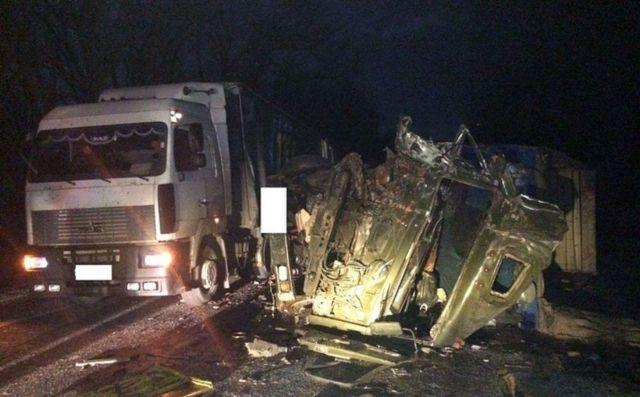 В Ставропольском крае столкнулись два грузовика, есть пострадавший