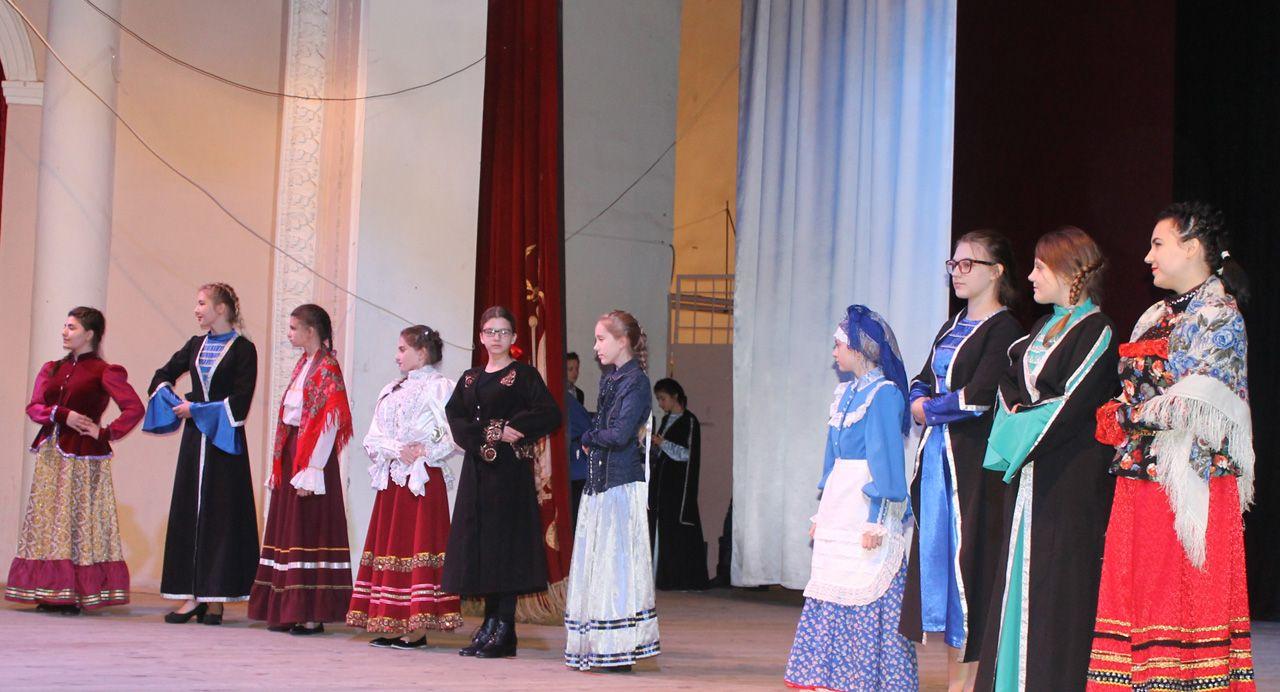 В Ставрополе юные казачки состязались в кулинарии и умении вести хозяйство