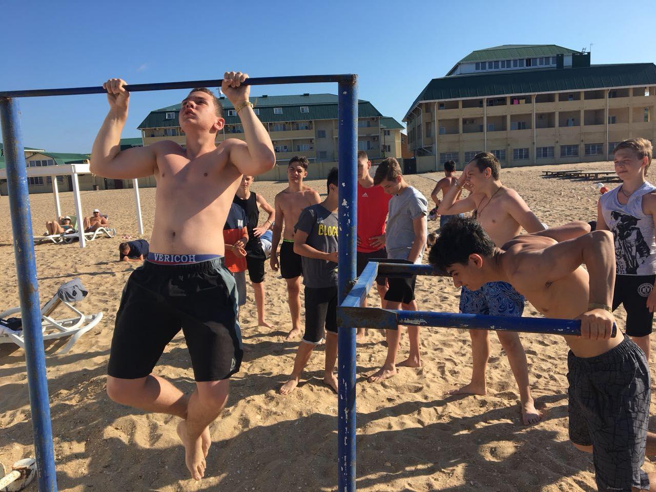 Более сотни юных спортсменов Ставрополья получили путёвки на море за свои успехи