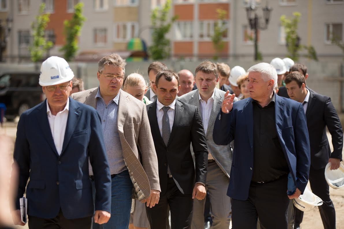 Губернатор Ставрополья осмотрел строящиеся в микрорайоне «Перспективный» школу и музейно-выставочный комплекс «Россия. Моя история»