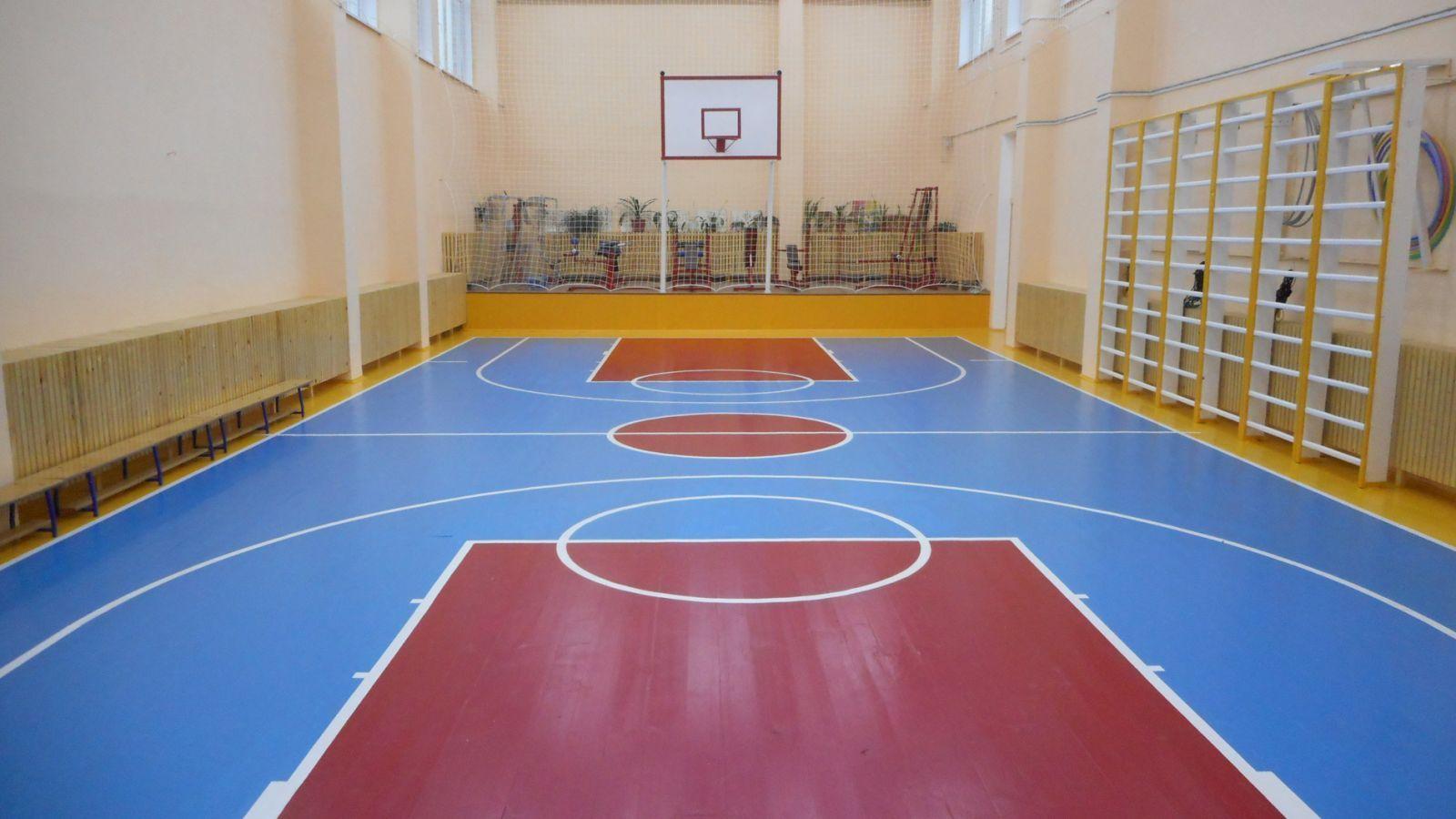 В двух невинномысских школах ремонтируют спортзалы и классы