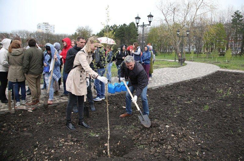 ВПятигорске посадили аллею впамять ожертвах кемеровской трагедии
