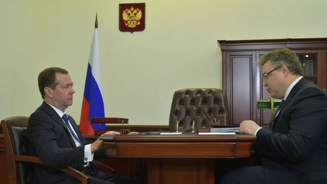 Дмитрий Медведев обсудил с главой Ставрополья вопросы, касающиеся статуса земель