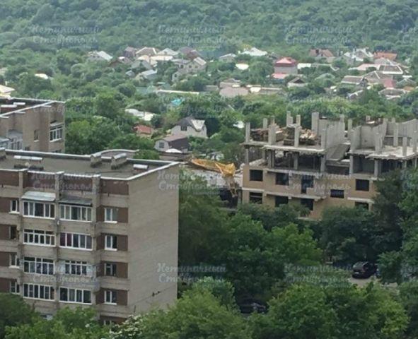 В центре Ставрополя рухнул подъёмный кран