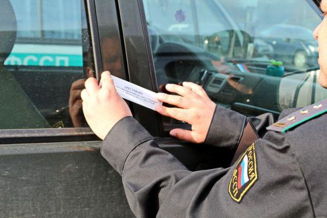 Задолжавший более 1 миллиона рублей ставрополец лишился авто прямо на дороге