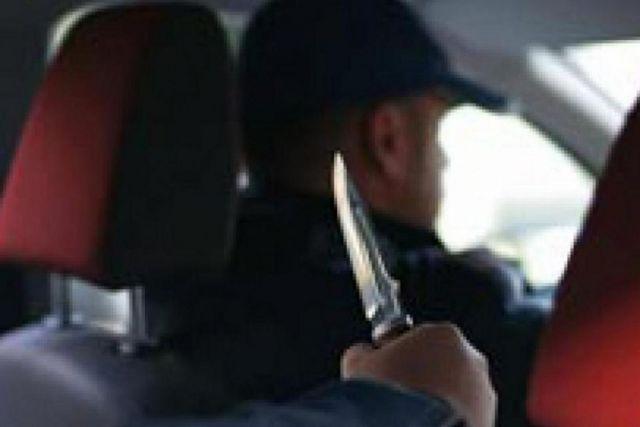 Житель Пятигорска мешал проехать водителю скорой, угрожая ему ножом