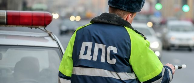 На Ставрополье сотрудники ГАИ предотвратили возгорание автомобиля