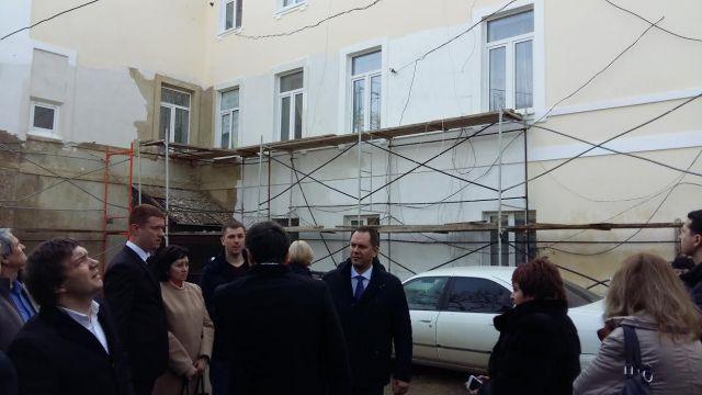 В Ставрополе проверили работы по капремонту многоэтажки на улице Советской