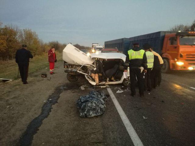 В Ставропольском крае столкнулись 4 автомобиля, два человека погибли