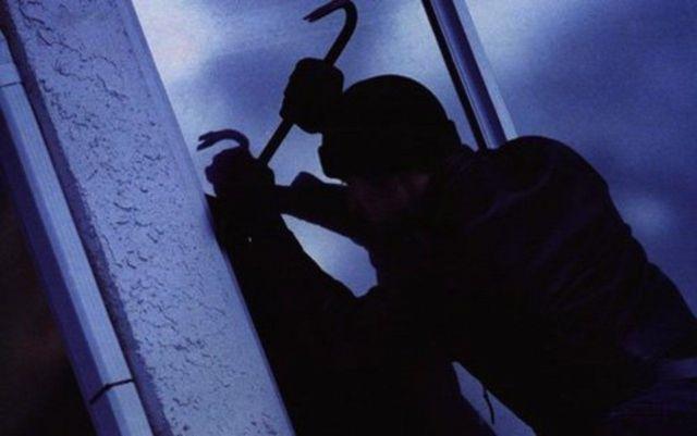 На Ставрополье мужчина ночью проник в автосервис и похитил деньги