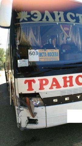 В Ипатовском районе автобус столкнулся с легковушкой, есть пострадавшая