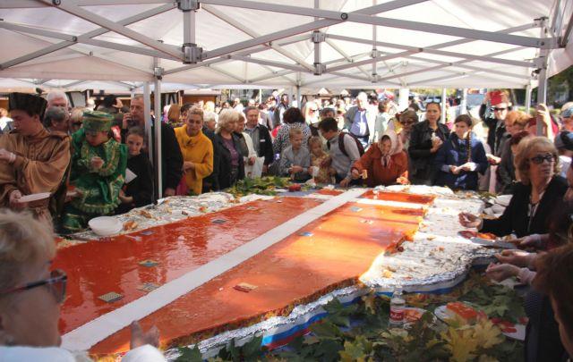 На Покровской ярмарке в Невинномысске изготовили торт в виде карты Ставрополья