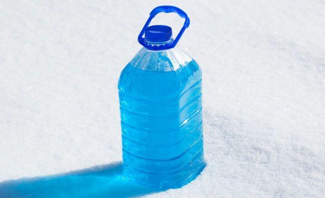 На Ставрополье продавали стеклоомывающую жидкость с метанолом