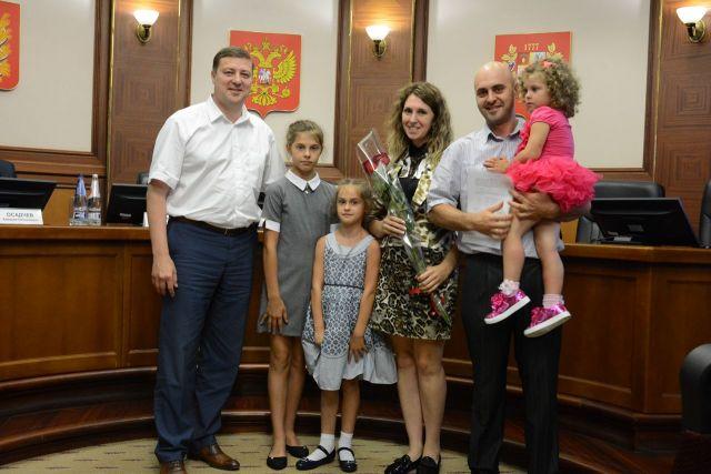 Семи многодетным семьям в Ставрополе предоставили социальные выплаты на приобретение собственного жилья
