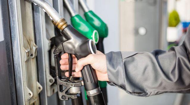 В Северо-Кавказском федеральном округе резко подорожал бензин