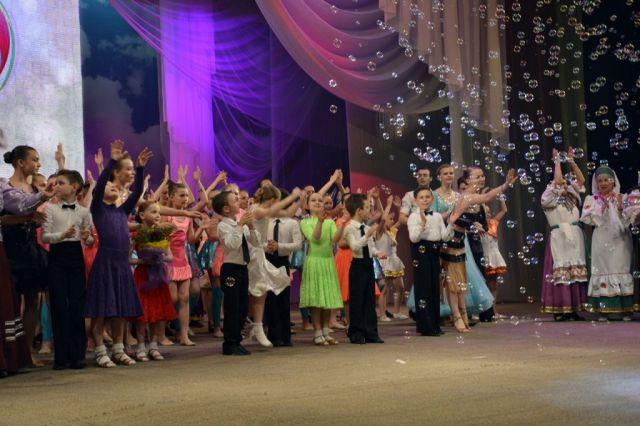 ВСтаврополе поддевизом «Вритме сердца» прошла церемония закрытия творческого сезона