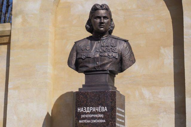 В Ставрополе установили памятный бюст Матрёне Наздрачёвой
