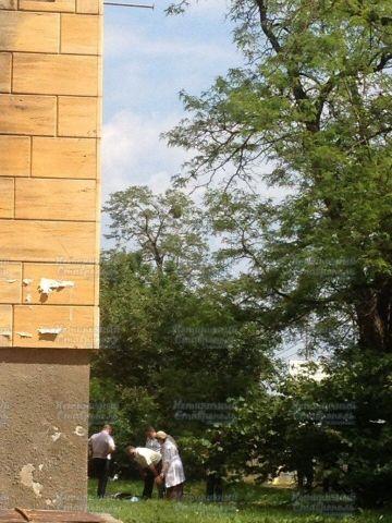 Очевидцы сообщили о выпавшем из окна многоэтажки в Ставрополе человеке