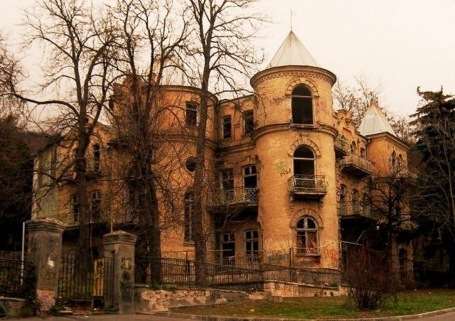 Пятёрку мистических особняков России возглавил замок Эльзы в Пятигорске