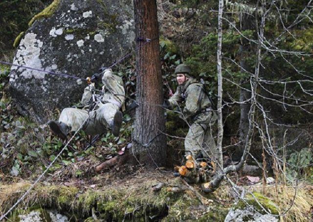 Команда военнослужащих по контракту из Ставрополья проходит курсы экстремального выживания