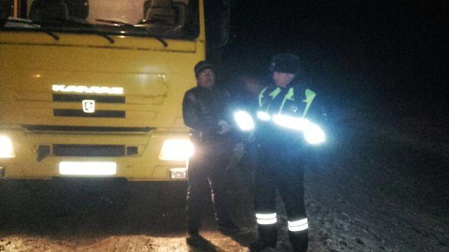 Сотрудники Госавтоинспекции Ставрополья освободили из снежного плена четыре автомобиля