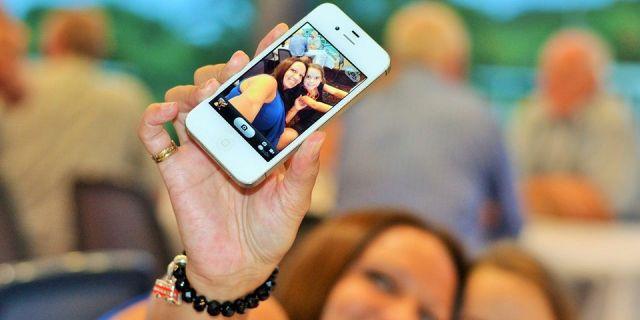 На Ставрополье выбирают, кому достанется iPhone X за селфи на выборах