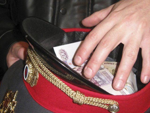 В Пятигорске экс-полицейского обвиняют в получении взятки