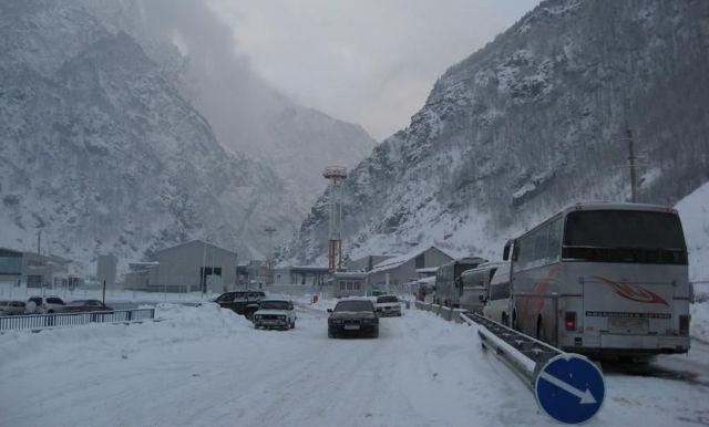 На Военно-Грузинской дороге введено ограничение движения из-за непогоды