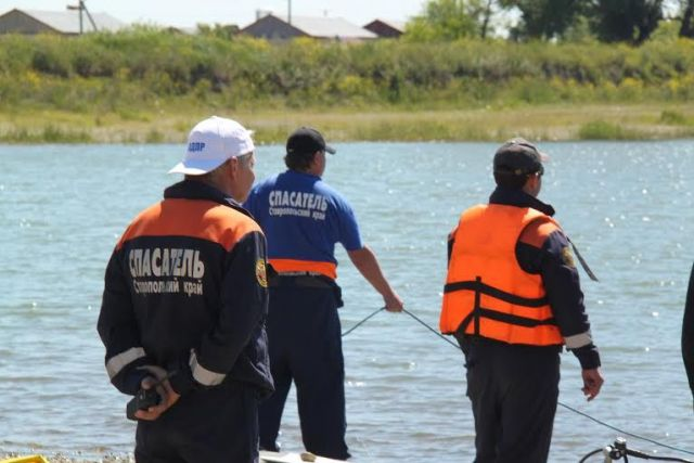 На одном из ставропольских прудов утонул мужчина, упавший в воду с катамарана