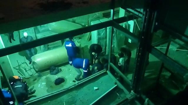 В сорвавшемся лифте Ставрополя строители перевозили цемент
