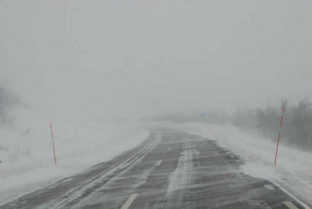 На некоторых дорогах Ставрополья ограничено движение из-за непогоды