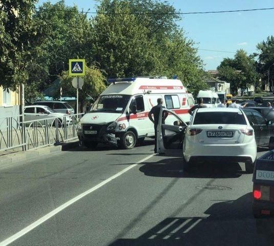 Очевидцы: Беременная девушка пострадала в ДТП с 4 автомобилями в Ставрополе