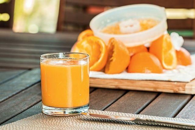 Учёные рассказали о смертельной опасности фруктового сока