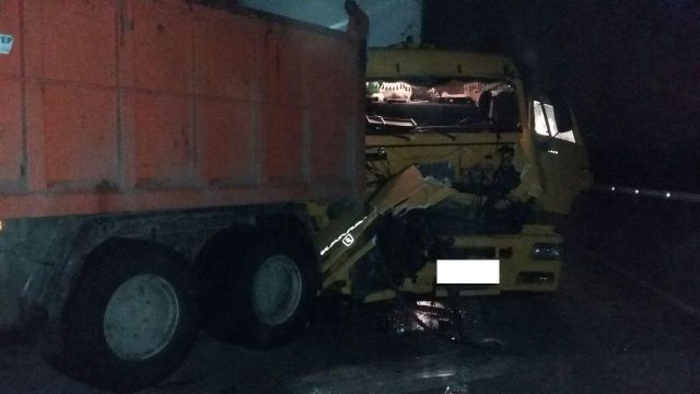 В Ставропольском крае при столкновении трёх грузовиков пострадали четыре человека