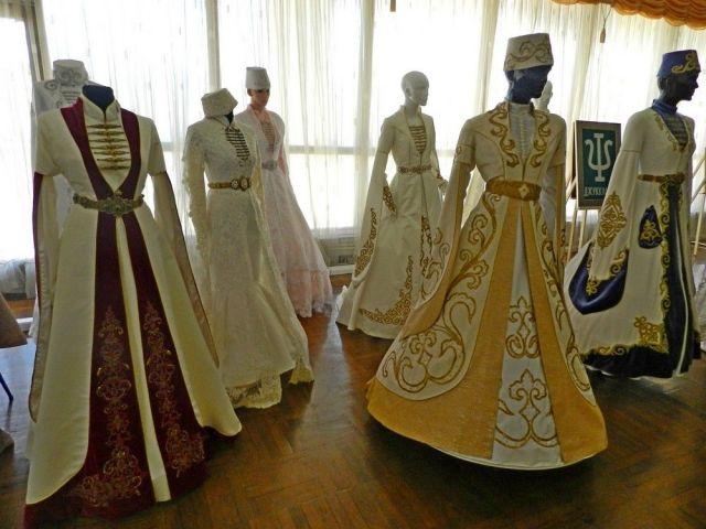 Национальную одежду, кухню, картины с фамильными знаками представили на фестивале карачаево-балкарской культуры в Ставрополе