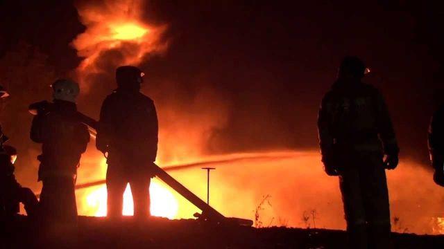 Ночью 12 сентября на улице Доваторцев в Ставрополе сгорел металлический вагончик