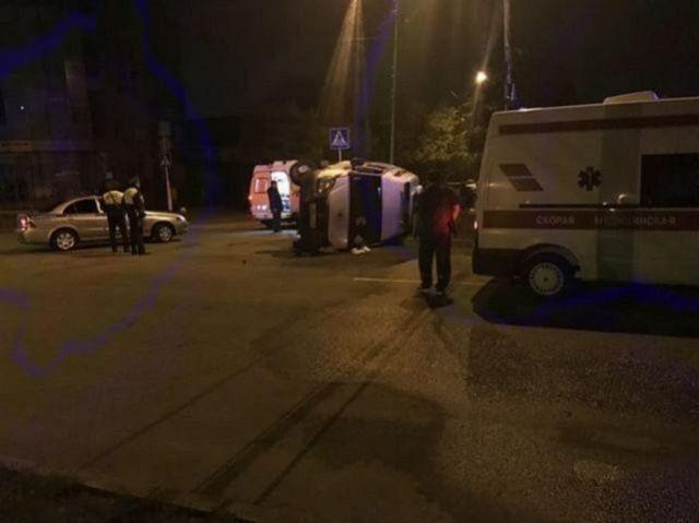 В центре Ставрополя перевернулась скорая, есть пострадавшие