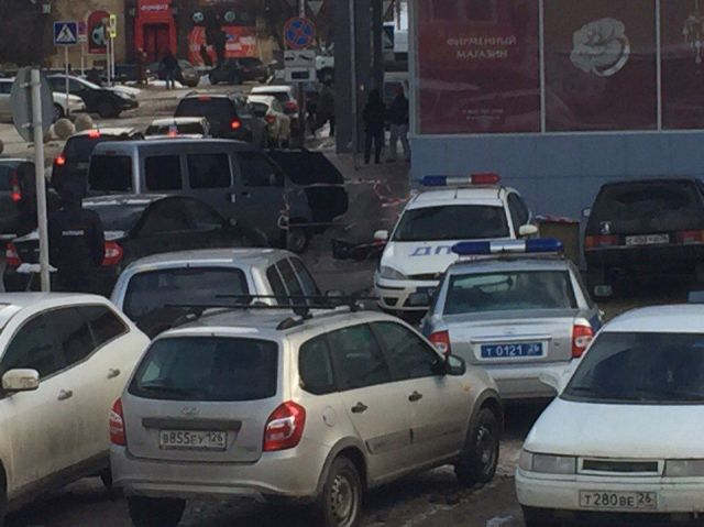 В районе Нижнего рынка в Ставрополе полицейские выставили оцепление