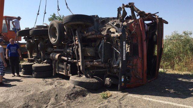 В Труновском районе Ставрополья столкнулись молоковоз и грузовик