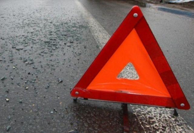 На Ставрополье водитель автомобиля на летней резине не справился с управлением и въехал под грузовик