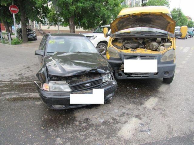 На Ставрополье легковушка врезалась в пассажирскую «ГАЗель», есть пострадавшая
