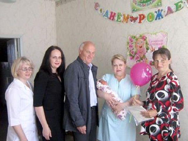 Ставропольская многодетная семья приняла поздравления с десятым по счёту ребёнком