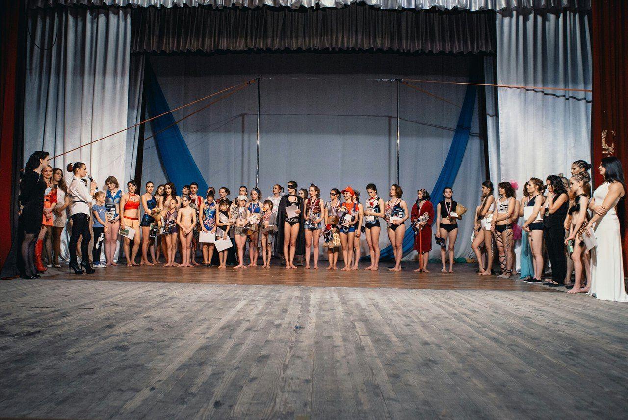 Детские состязания потанцам сшестом неостались без внимания властей