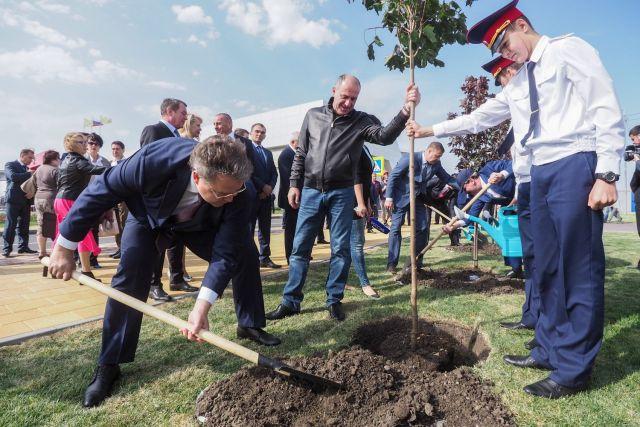 Главы соседних республик в честь праздника посадили в Ставрополе клёны