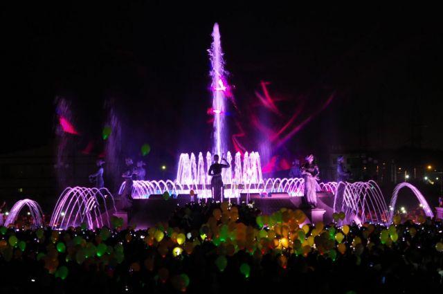 Открытие светомузыкального фонтана в Ставрополе собрало тысячи зрителей